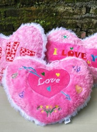 boneka-bantal-love-pink