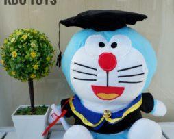 Boneka Doraemon Wisuda