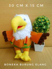 boneka burung elang